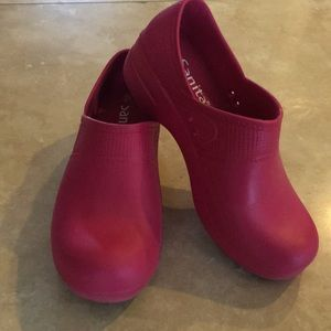 Sanita Magenta Rubber Clogs. Size 38.